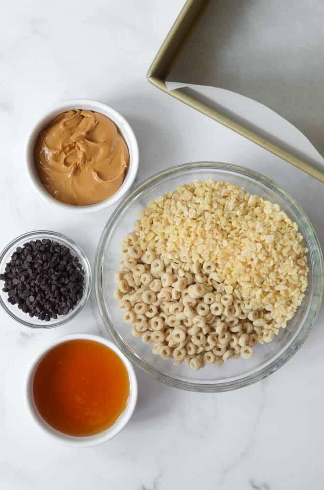 aerial shot of 5 ingredients in bowls you need to make homemade cereal bars